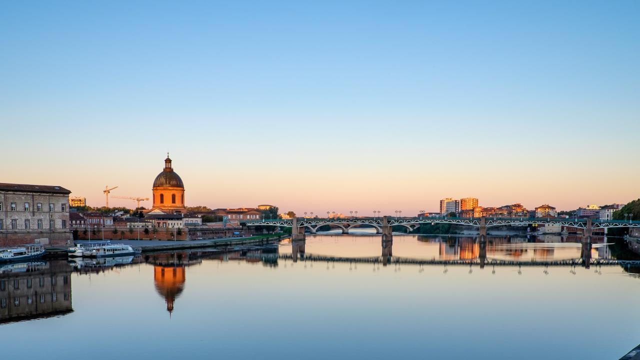 The view of the Garonne River that flows through Toulouse before morning meetings.